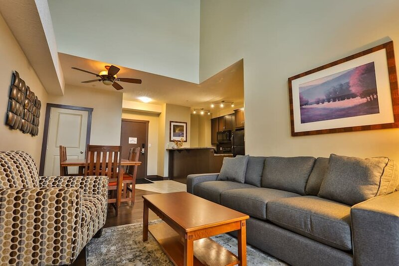 Silver Rock Penthouse with Ski Hill View, holiday rental in Sparwood