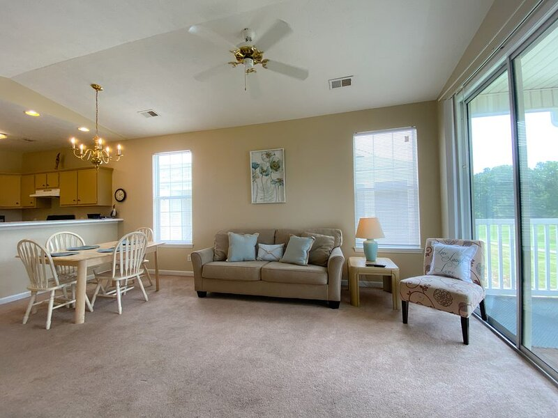 Sit Back on Your Golf Course View Villa Here in this MB Golf, vacation rental in Conway