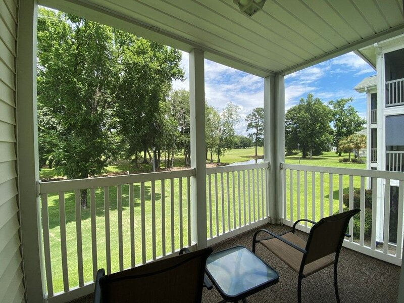 Great Views of the River Oaks Golf Course from this Beautiful & Cozy MB Condo, holiday rental in Conway
