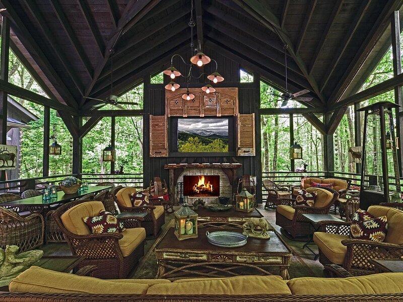 Luxurious Converted Barn 4 King BDRM, 4.5 Baths, 10 Minutes to DWNTN AVL, location de vacances à Asheville