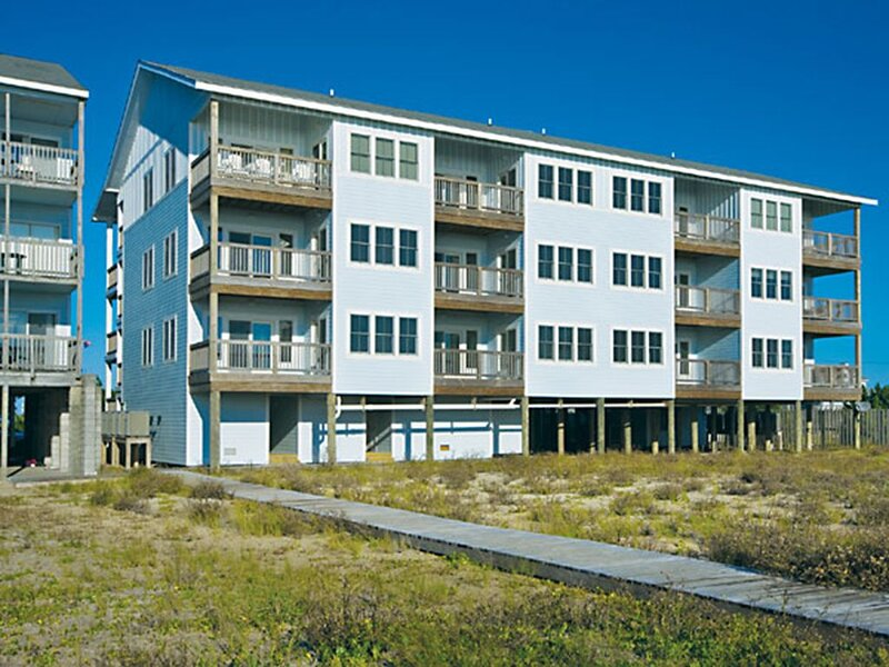 Tranquil Oceanfront Condo, Rodanthe- Resort Pool & Elevator, Boardwalk to Beach, location de vacances à Rodanthe