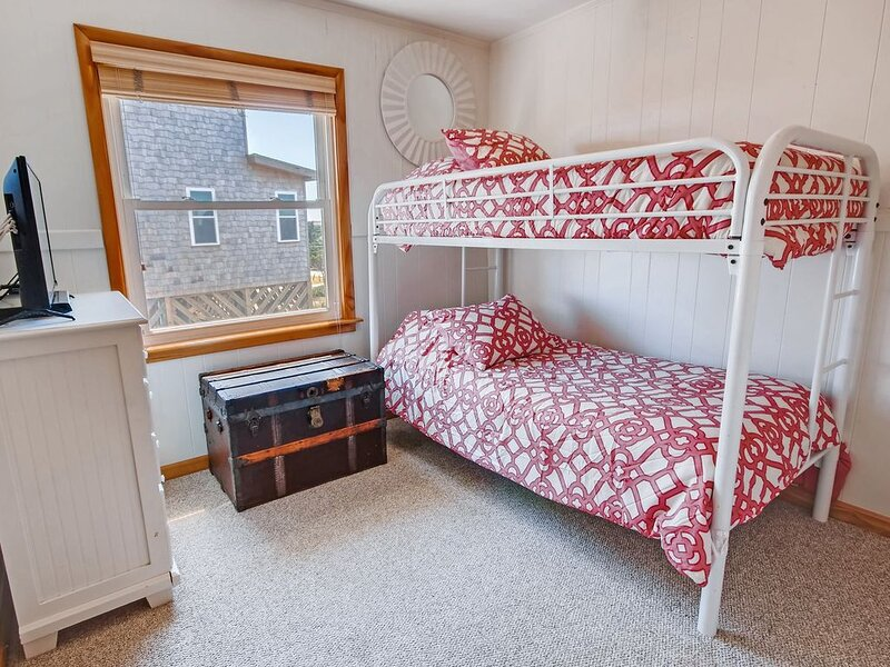 Surf-or-Sound-Realty-Pink-Pearl-731-Bedroom