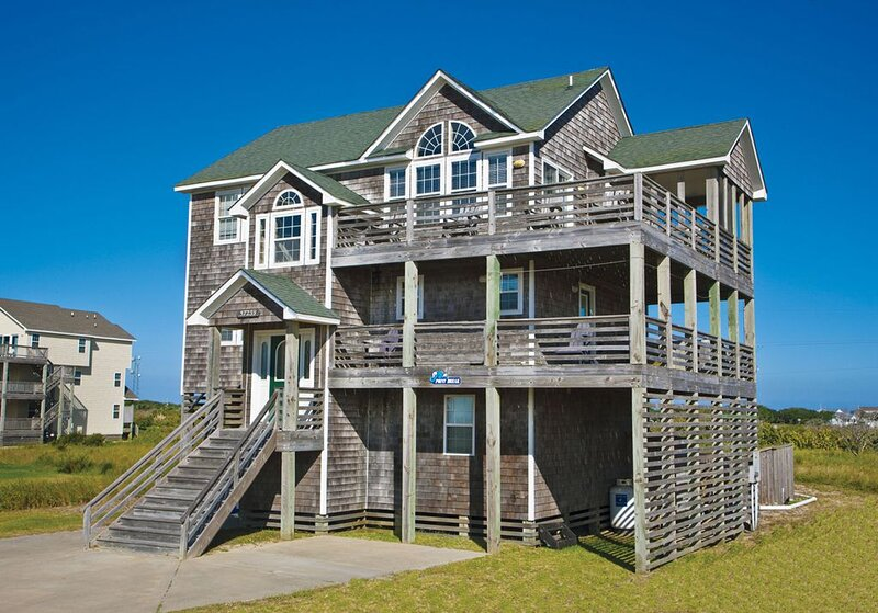 Kick Back Semi-Oceanfront, Hatteras -Pool, Hot Tub, Game Rm, Dog-Friendly & More, alquiler vacacional en Hatteras