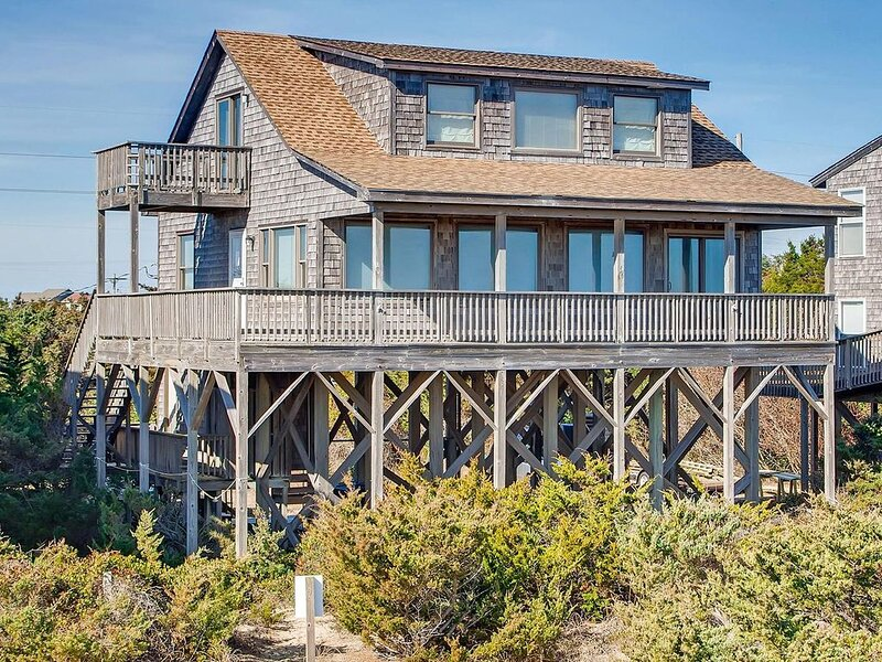 Delightful Oceanfront Home in Avon - Easy Beach Access, Close to Everything!, alquiler de vacaciones en Avon