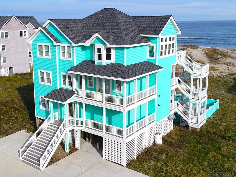 Premier dog-friendly oceanfront home just steps from the beach!, location de vacances à Rodanthe