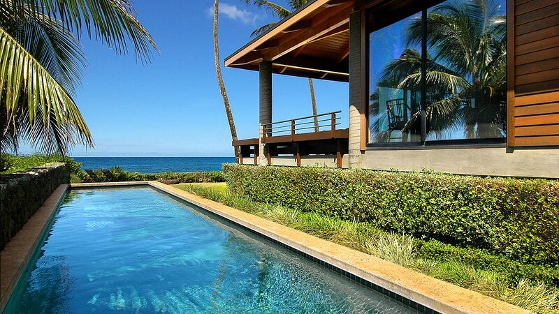 OCEANFRONT WITH POOL AND AC - HONEYMOON HAVEN!, holiday rental in Kalaheo