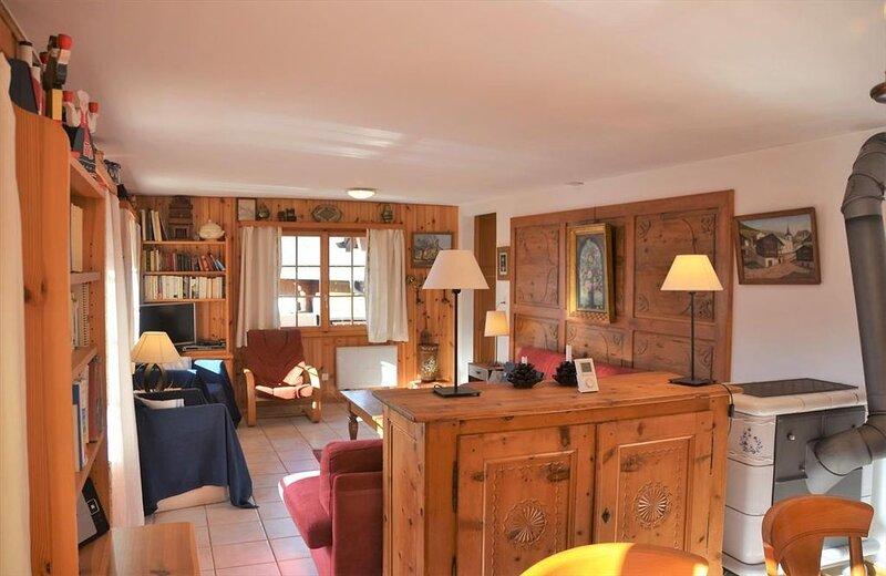 Extérieur : Chalet de 6 pièces, situé sur la route du vieux village, balcon trav, aluguéis de temporada em Oberems