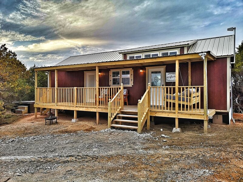 Bluebonnet Cabin - City Escapes Cabins, vacation rental in Glen Rose