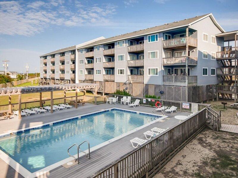 Resort Amenities w/ Semi-Oceanfront Views! Sparkling Pool, Beach Boardwalk, WiFi, location de vacances à Rodanthe