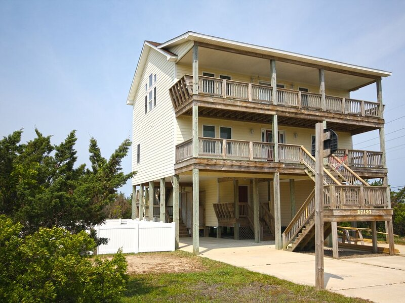 Fantastic Soundside Home w/ Shared Boardwalk to Sound, Pool, Hot Tub, Game Room, vacation rental in Waves