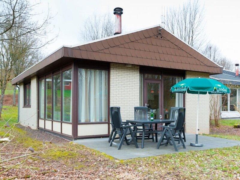 Komfort 6-Personen-Ferienhaus im Ferienpark Landal Hochwald, holiday rental in Weiskirchen
