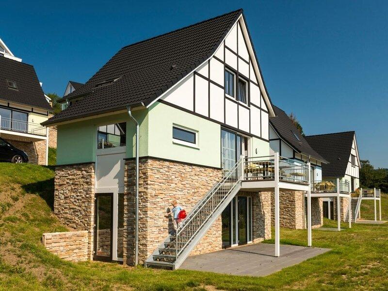 Luxus+ 10-Personen-Ferienhaus im Ferienpark Dormio Resort Eifeler Tor, Ferienwohnung in Düren