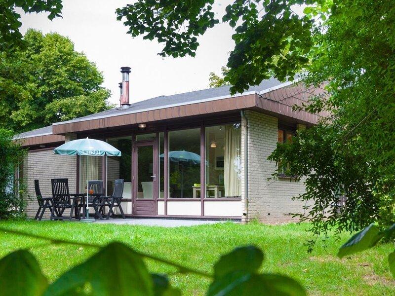 Komfort 4-Personen-Ferienhaus im Ferienpark Landal Hochwald, holiday rental in Weiskirchen