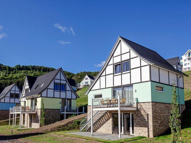 Komfort 12-Personen-Ferienhaus im Ferienpark Dormio Resort Eifeler Tor, Ferienwohnung in Düren