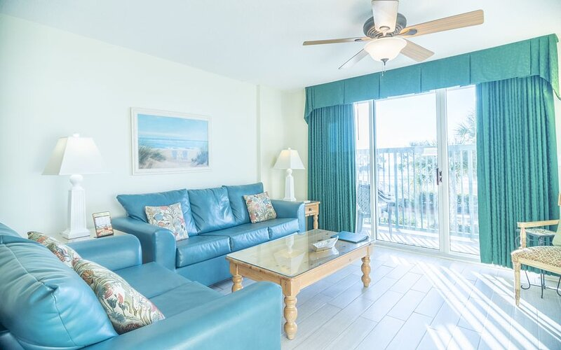 Great Oceanfront Condo - Recently Re-Furbished!! + FREE DAILY ACTIVITIES, aluguéis de temporada em North Myrtle Beach