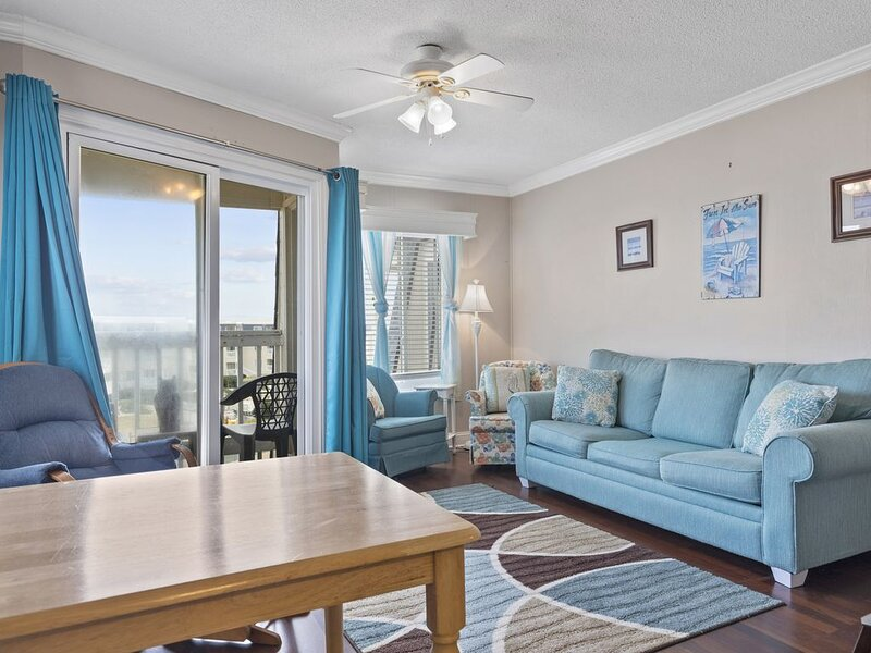 UPDATED WITH COURTYARD VIEWS. OCEANFRONT COMPLEX WITH POOLS & WATERSLIDE, holiday rental in Morehead City