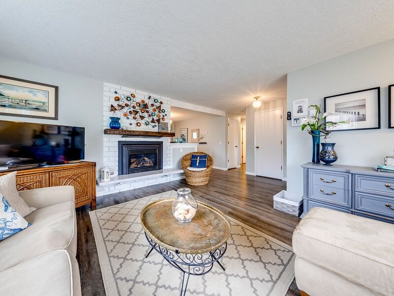Updated, family & dog-friendly home w/ Ping-Pong, 3 blocks to beach!, vacation rental in Seaside