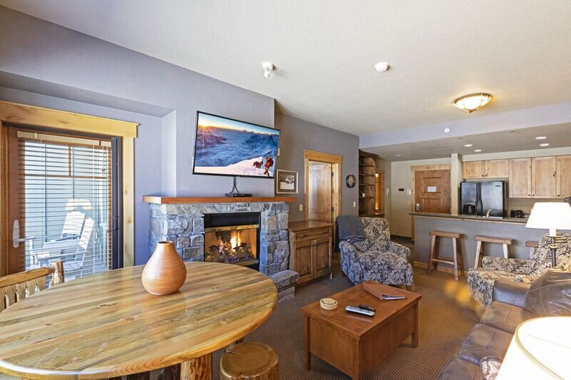 New to vrbo! - Top floor ski condo with direct ski in and out. Hiking and biking, holiday rental in Polebridge