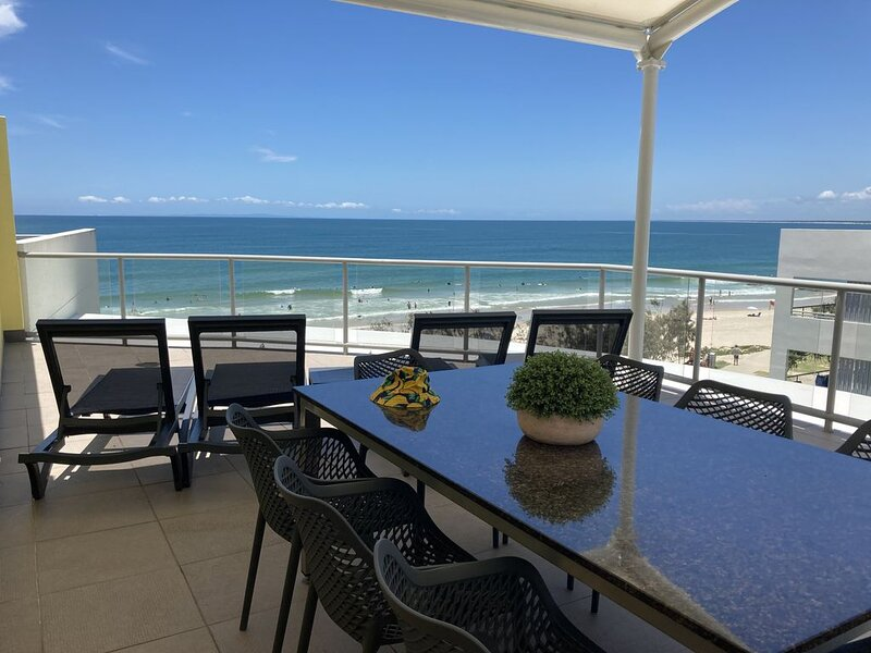Absolute Beachfront Penthouse - Rolling Surf Resort Caloundra, vacation rental in Kings Beach
