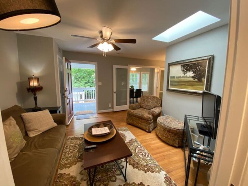 Cute Condo in University Park, holiday rental in Raleigh