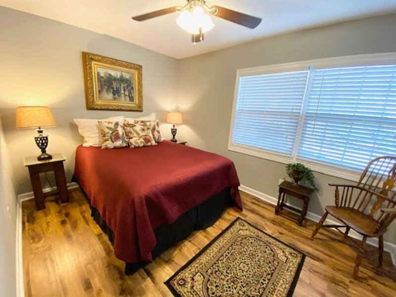 Cozy Downtown Destination, holiday rental in Raleigh