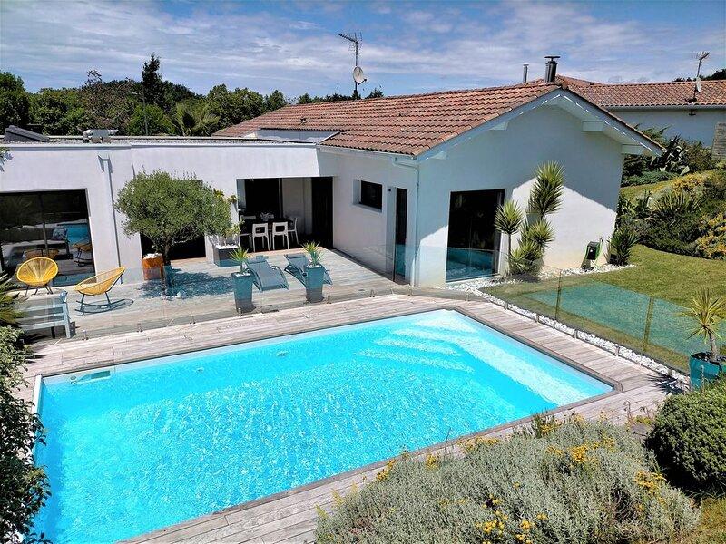 maison récente moderne quartier calme piscine chauffée proche plage (8km), vacation rental in Bayonne