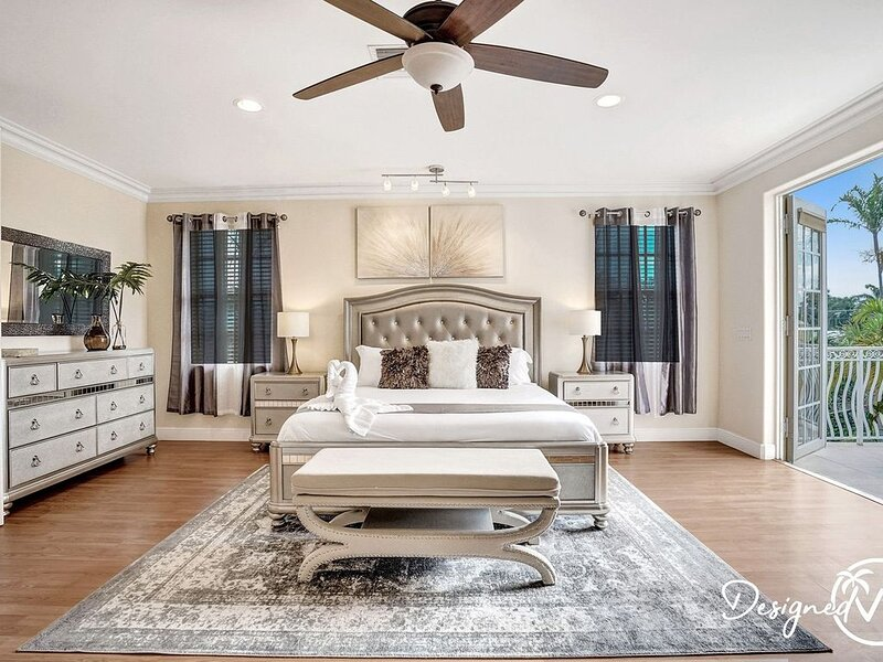 Walk to Beach Spacious 4BR Estate �� ����������, holiday rental in Hollywood