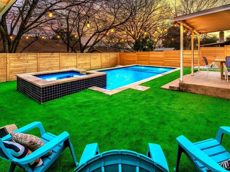 Trendy SoCo Group Getaway | heated Pool, holiday rental in Buda