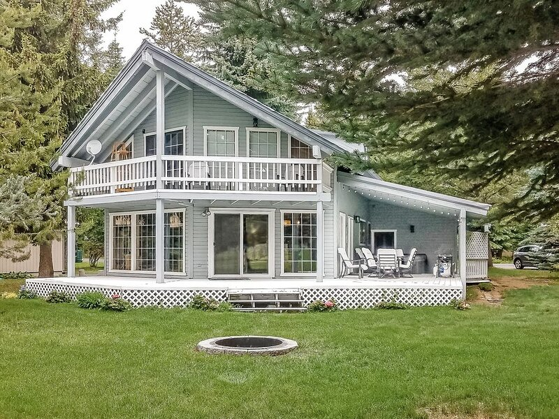 All-seasons getaway w/ a private hot tub - great location, on the golf course!, alquiler vacacional en McCall