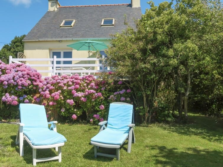 Vacation home in Crozon, Finistère - 4 persons, 2 bedrooms, vacation rental in Lanveoc
