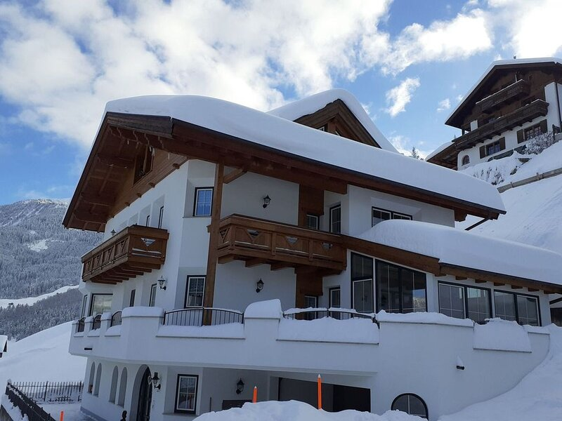Alpine Apartment in Landeck with Balcony, alquiler de vacaciones en Landeck