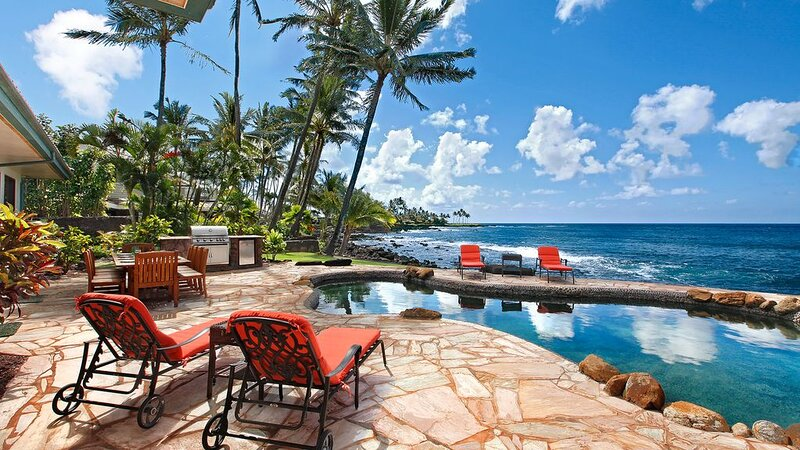 Enjoy Sunsets at this Amazing Elite home w/ AC and Oceanfront Pool!, holiday rental in Kalaheo