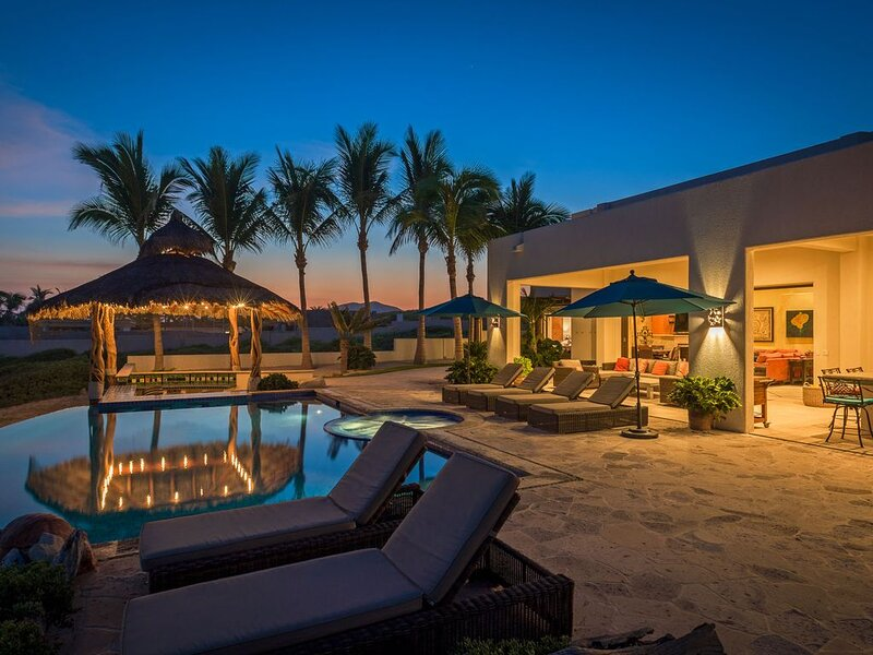 Stunning 6 BR Beachfront Casa Panga w/ WiFi, Private Pool, A/C, Fire Pit + More!, vacation rental in Los Frailes