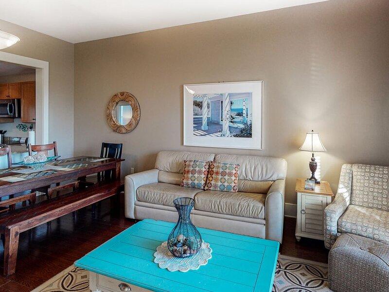Ideally located Blue Mountain Beach condo w/ 2 pools, hot tub & beach access!, casa vacanza a Blue Mountain Beach