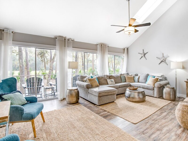 Prime destination for tennis and golf w/ club access & shared pools - dogs okay, holiday rental in Seabrook Island