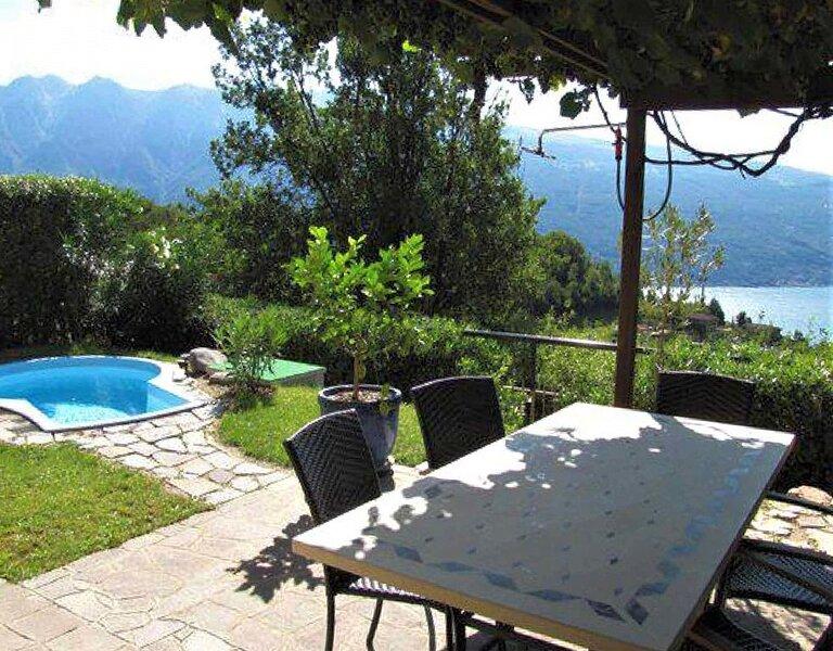 großzügiges Ferienhaus mit Seeblick und Garten in ruhiger Lage von Tignale am Ga, Ferienwohnung in Gardola