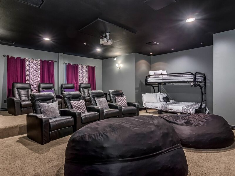 Luxury 6000sf Home! Theater * Hot Tub * Game Room * Xbox * Fireplace * Wow!, vacation rental in Taylorsville