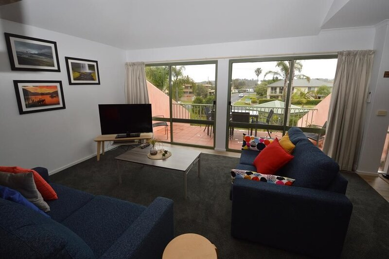 Superbly located adjacent to the beach!, holiday rental in Merimbula