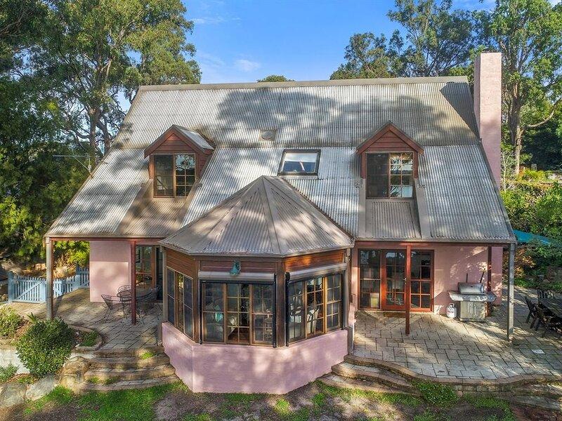 Cornwell Cottage, Great English Style Cottage with Boardwalk Access!, alquiler de vacaciones en Eden