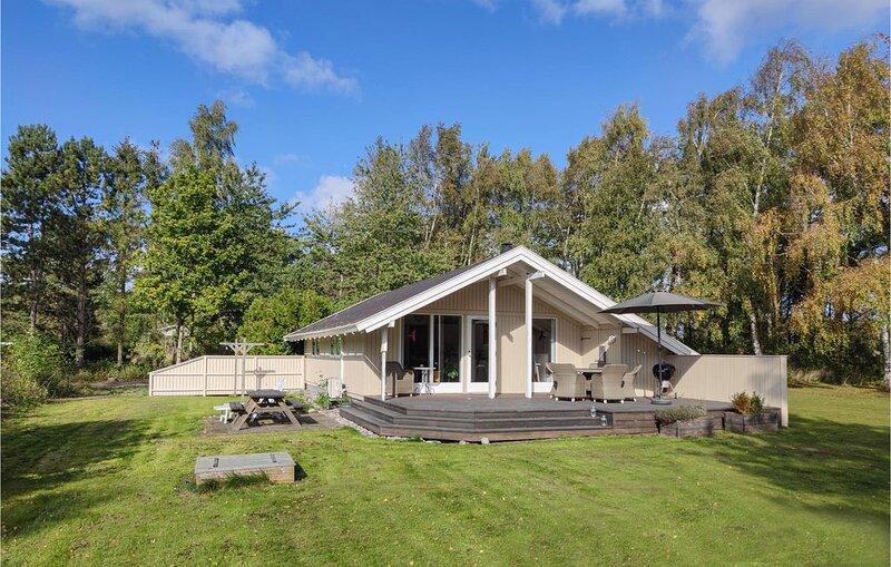 3 Zimmer Unterkunft in Aakirkeby, location de vacances à Pedersker