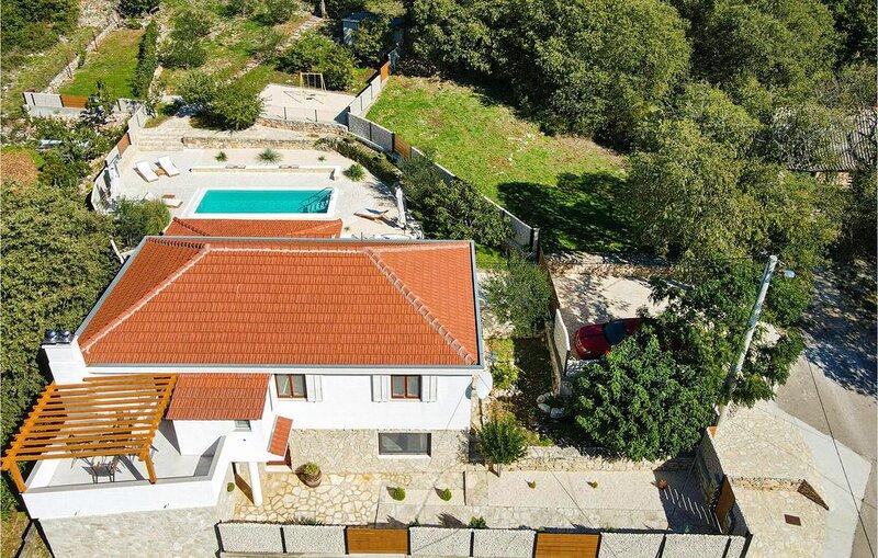 3 Zimmer Unterkunft in Pokrovnik, holiday rental in Pakovo Selo