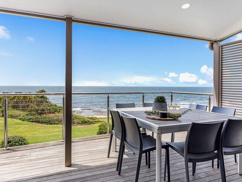 OCEANZEDGE    absolute ocean frontage, holiday rental in Kiama Municipality