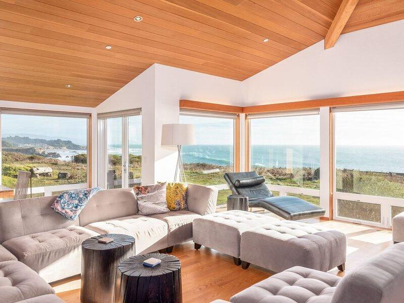 Ocean view bluff house w/ Smart TV, slow cooker, Close to Del Mar Rec Center, casa vacanza a The Sea Ranch