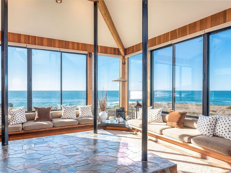 Spacious oceanfront getaway with Hot Tub, Garden, Apple TV – semesterbostad i The Sea Ranch