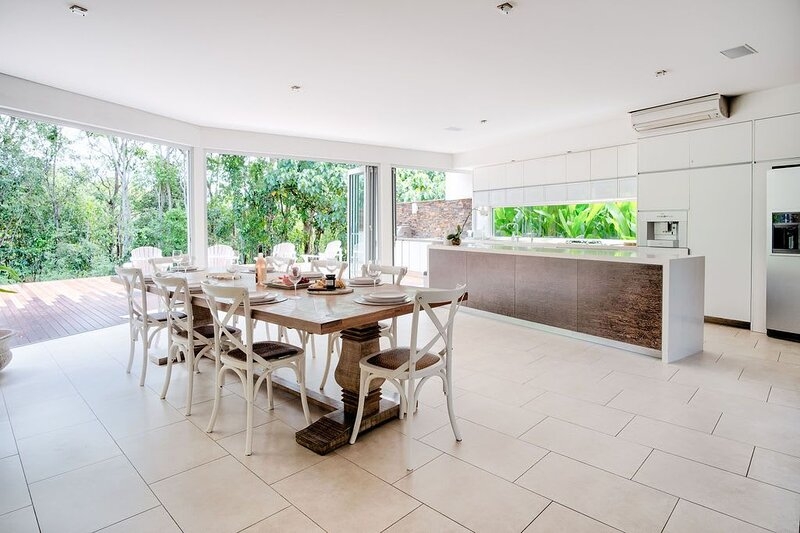 �Cottonwood Noosa Heads Luxury Home�Private Pool + 2 Rec Pools/Gym/Tennis/Golf, holiday rental in Doonan