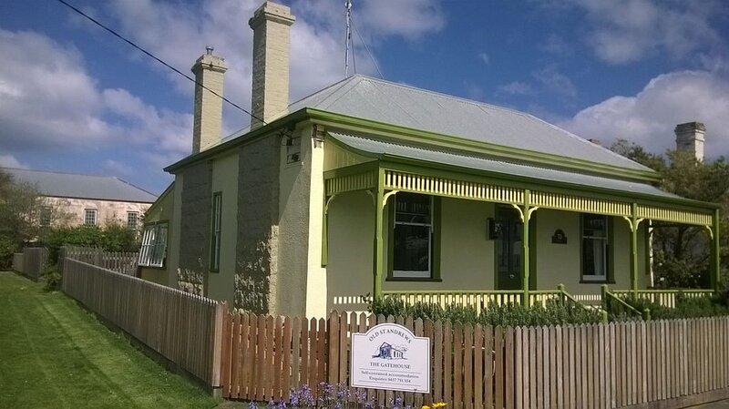 The Gatehouse - historic cottage - pet friendly, aluguéis de temporada em Port Fairy