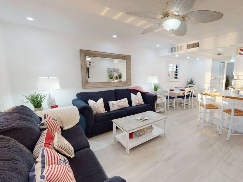 Corner Unit Directly on a Quiet and Private Section of Sunset Beach with an Awes, vacation rental in Treasure Island