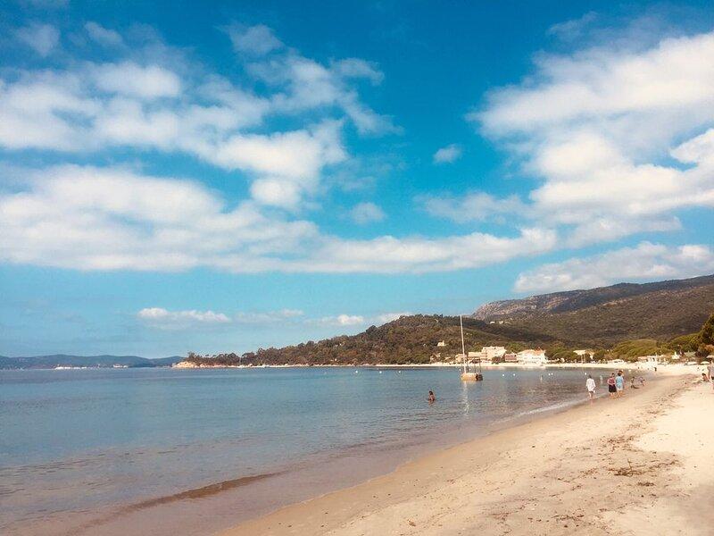 Ref 62: Studio 4 personnes accès direct à la plage de Cavalière, holiday rental in Le Lavandou