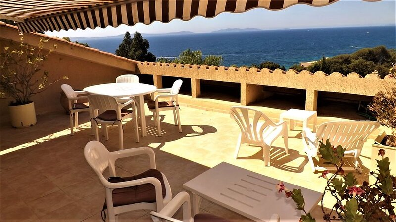 Ref 33: Appartement T2 pour 4 personnes, grande terrasse vue mer au Rayol Canade, casa vacanza a Rayol-Canadel-sur-Mer
