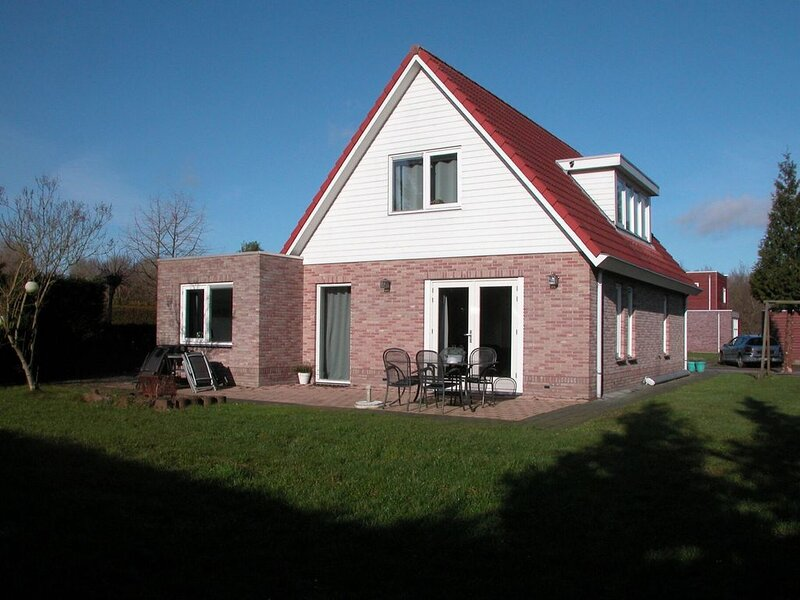 Peaceful Holiday Home in Zeewolde with Swimming Pool, vacation rental in Spakenburg